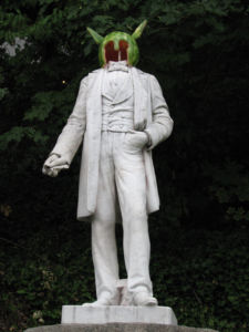 Statue of Abraham Lincoln (Ashland, Oregon) - Beheaded, Defaced with Watermelon head -wikimedia commons